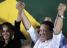Marina Silva e o governador de Pernambucano, Eduardo Campos, comemoram filiação da ex-senadora ao PSB, no sábado. REUTERS/Ueslei Marcelino