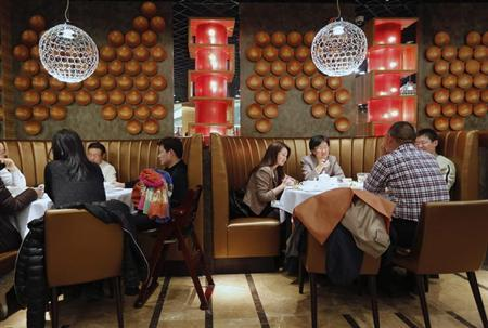 People have dinner at a fine restaurant in Beijing February 21, 2013. REUTERS/Kim Kyung-Hoon