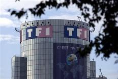TF1 signait vers 13h la plus forte hausse du SBF 120, gagnant 3,68%, sur des rumeurs démenties catégoriquement par NextRadioTV d'un rapprochement entre les deux groupes de médias audiovisuels. /Photo d'archives/REUTERS/Charles Platiau
