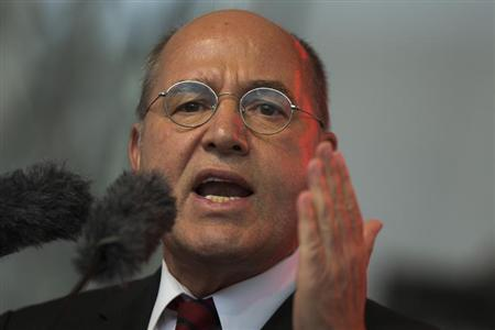 The top-candidate of the left-wing Die Linke party Gregor Gysi speaks during an election campaign event in Berlin, September 20, 2013. REUTERS/Thomas Peter