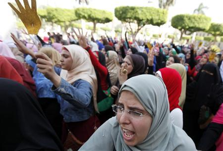 Cairo University students and members of the Muslim Brotherhood shout slogans against the military and interior ministry inside Cairo University October 8, 2013. REUTERS/Mohamed Abd El Ghany