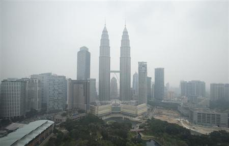 The Petronas Twin Towers is obscured by the haze in Malaysia's capital of Kuala Lumpur June 26, 2013. REUTERS/Bazuki Muhammad
