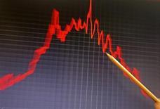 Selon l'OCDE, les perspectives de croissance continuent de s'améliorer dans les économies avancées alors que des divergences se font jour entre grands pays émergents. La Chine revient à un rythme de progression tendanciel, mais le Brésil et l'Inde restent à la traîne. /Photo d'archives/REUTERS/Jose Manuel Ribeiro