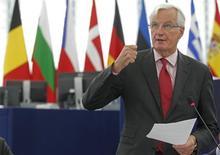 Le commissaire européen au Marché intérieur, Michel Barnier, propose que la Commission assume le rôle d'agence de résolution bancaire seulement pendant une période limitée avant de confier cette mission au Mécanisme européen de Stabilité (MES). /Photo prise le 12 septembre 2013/REUTERS/Vincent Kessler
