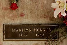 La cripta de Marilyn Monroe en Los Angeles, ago 5 2005. Las notas de un médico sobre Marilyn Monroe que indican que el símbolo sexual de Hollywood se sometió a una cirugía estética se rematarán el mes próximo junto con una serie de rayos-X, dijo el martes una casa de subastas. Reuters/archive