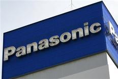 El logo de Panasonic en sus oficinas de Tokio, dic 10 2008. La decisión de Panasonic Corp de cerrar su fábrica de televisores con pantalla plasma marca un hito importante en la lenta muerte de esa industria en Japón, un sector que fue el orgullo del ascenso del país en la posguerra. REUTERS/Stringer