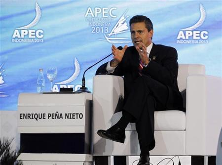 Mexico's President Enrique Pena Nieto gestures during a dialogue session at the Asia-Pacific Economic Cooperation (APEC) CEO Summit in Nusa Dua, on the Indonesian resort island of Bali October 7, 2013. REUTERS/Beawiharta