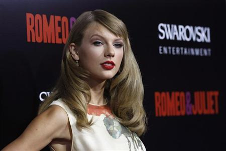 Singer Taylor Swift poses at the premiere of ''Romeo and Juliet'' in Los Angeles, California September 24, 2013. REUTERS/Mario Anzuoni