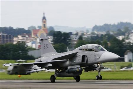 A Swedish Saab Gripen fighter plane lands at the Swiss Army Airbase in Emmen, central Switzerland July 29, 2008. REUTERS/Michael Buholzer/Files