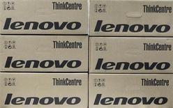 Коробки с продукцией Lenovo в офисе в Киеве 12 марта 2012 года. Lenovo Group сохранила мировое лидерство в производстве ПК в минувшем квартале, несмотря на резкое падение доходов на своем ключевом китайском рынке, свидетельствуют данные, собранные исследовательской фирмой Gartner. REUTERS/Gleb Garanich