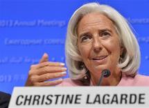 La jefa del Fondo Monetario Internacional (FMI), Christine Lagarde, en una conferencia de prensa en en el marco de las reuniones del Banco Mundial y el FMI en Washington, oct 10 2013. La titular del Fondo Monetario Internacional (FMI), Christine Lagarde, dijo el jueves que el fracaso de Estados Unidos en aumentar el límite de la deuda nacional provocaría un grave daño a la economía global y del país norteamericano. REUTERS/Mike Theiler