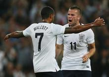 England's Theo Walcott (L) celebrates with team-mate Tom Cleverley after scoring against Scotland during their international friendly soccer match at Wembley Stadium in London, August 14, 2013. REUTERS/Stefan Wermuth