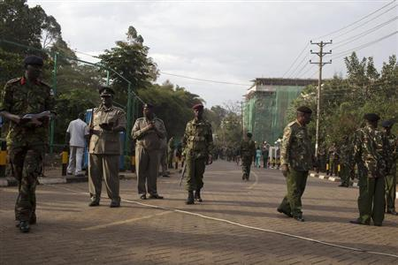 Security officers stand guard after a news conference by Kenyan government officials near the Westgate shopping mall in Nairobi September 25, 2013. REUTERS/Siegfried Modola
