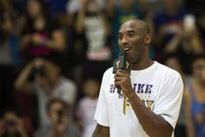 Los Angeles Lakers NBA star Kobe Bryant speaks to fans while attending a youth basketball final match in Hong Kong August 3, 2013. REUTERS/Tyrone Siu