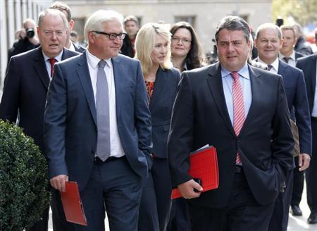 Social Democratic Party (SPD) party leader Sigmar Gabriel (C) arrives with senior party fellows at the Parliamentary Society for preliminary talks between Germany's conservative (CDU/CSU) parties and the SPD, in Berlin October 4, 2013. REUTERS/Fabrizio Bensch