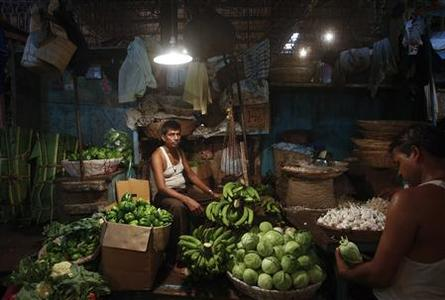 A vendor waits for customers at his stall at a wholesale food market in Mumbai October 14, 2013. REUTERS/Danish Siddiqui