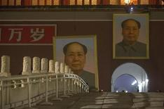 The old portrait of China's late Chairman Mao Zedong (L) is removed from Tiananmen Gate to make way for a new one (R) during annual renovation works before the country's 64th national day on October 1, in the early morning in Beijing September 28, 2013. REUTERS/Jason Lee
