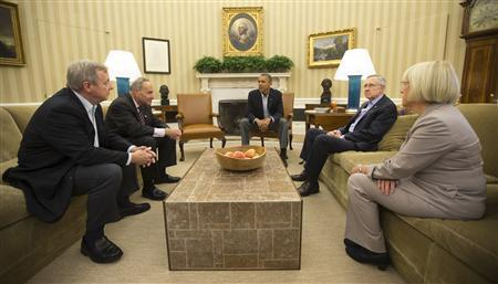 U.S. President Barack Obama meets U.S. Senate Democrats in the Oval Office of the White House in Washington, October 12, 2013. Pictured are (L-R) Senators Dick Durbin (D-IL), Charles Schumer (D-NY), Harry Reid (D-NV) and Patty Murray (D-WA). REUTERS/Jason Reed