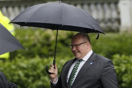 German Environment Minister Peter Altmaier arrives for the bilateral meeting of Chancellor Angela Merkel and Netherlands' Prime Minister Mark Rutte in the western German town of Kleve May 23, 2013. REUTERS/Wolfgang Rattay