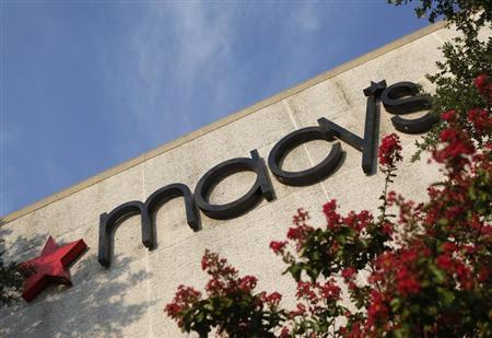A sign marks the entrance to a Macy's store in Dallas, Texas September 3, 2009. REUTERS/Jessica Rinaldi