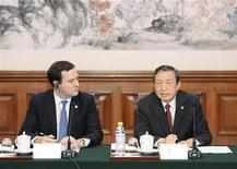 Chinese Vice Premier Ma Kai (R) talks with Britain's Chancellor of the Exchequer George Osborne during a meeting at the Diaoyutai Guesthouse in Beijing October 14, 2013. REUTERS/Kota Endo/Pool