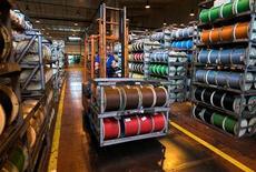 Nexans annonce mardi un projet d'augmentation de capital de 284 millions d'euros et une restructuration de ses activités européennes passant par la suppression de 468 emplois, afin de redresser la barre dans un marché du câble devenu très concurrentiel. /Photo d'archives/REUTERS