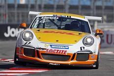 Piloto britânico Sean Edwards a bordo de seu carro da categoria Porsche Supercup, durante corrida de Mônaco. Edwards morreu em um acidente no circuito australiano de Queensland. Edwards, de 26 anos, liderava a temporada da Porsche Supercup, a uma prova do encerramento. 26/05/2013. REUTERS/Benoit Tessier