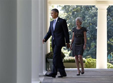 U.S. President Barack Obama and Health and Human Services Secretary Kathleen Sebelius walk from the Oval Office to the Rose Garden of the White House in Washington, where Obama delivered remarks on the implemetation of the Affordable Care Act October 1, 2013. REUTERS/Jason Reed