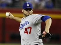 Los Angeles Dodgers pitcher Ricky Nolasco delivers a pitch against the Arizona Diamondbacks during the second inning of their MLB game in Phoenix, Arizona, September 19, 2013. REUTERS/Ralph D. Freso