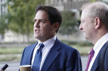 Mark Cuban (L), the billionaire owner of the NBA's Dallas Mavericks, speaks with the media while his attorney Stephen Best (R) looks on prior to entering U.S District Court for the opening day of his insider trading trial in Dallas, Texas September 30, 2013. REUTERS/Tim Sharp