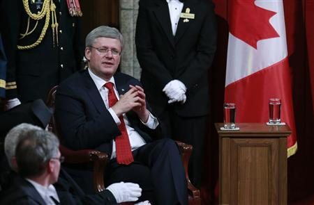 Canada's Prime Minister Stephen Harper waits for the start of the Speech from the Throne in the Senate chamber on Parliament Hill in Ottawa October 16, 2013. REUTERS/Blair Gable