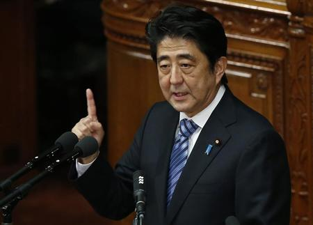 Japan's Prime Minister Shinzo Abe delivers his policy speech at the lower house of parliament in Tokyo October 15, 2013. REUTERS/Toru Hanai