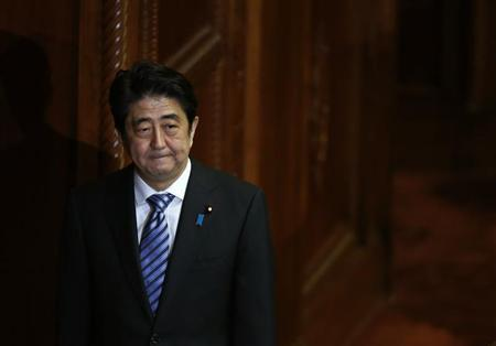 Japan's Prime Minister Shinzo Abe walks after delivering his policy speech at the lower house of parliament in Tokyo October 15, 2013. REUTERS/Toru Hanai