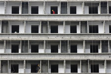 Workers labour at a construction site of new commercial building in Beijing October 17, 2013. REUTERS/Kim Kyung-Hoon