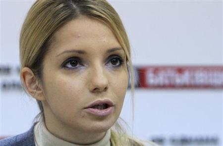 Yevgenia Tymoshenko, the daughter of jailed opposition leader and former Ukrainian Prime Minister Yulia Tymoshenko, makes a statement during a meeting with the media at an office in Kiev, October 25, 2012. REUTERS/Anatolii Stepanov