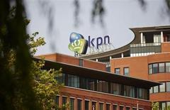 KPN a déclaré jeudi ne pas exclure une reprise des discussions avec America Movil, malgré l'abandon annoncé la veille du projet d'offre d'achat de ce dernier. /Photo prise le 2 octobre 2013/REUTERS/Phil Nijhuis