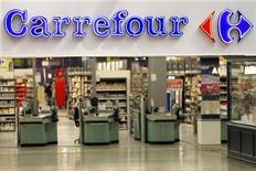 Un supermercado de la cadena Carrefour en Charenton Le Pont, Francia, ago 29 2013. Las ventas trimestrales en los dos mayores minoristas de Europa, la francesa Carrefour y la alemana Metro, mostraron que los renovados esfuerzos en sus mercados de origen están comenzando a rendir frutos, señalando además que la economía de la región está finalmente en vías de recuperación. REUTERS/Charles Platiau