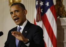 """Au lendemain du compromis de dernière minute sur le relèvement du plafond de la dette, Barack Obama a déclaré que """"les Américains en avaient plus qu'assez"""" de leur classe politique. Le président américain a invité les parlementaires à s'attaquer aux réformes de l'immigration et de l'agriculture et à s'entendre sur un budget durable. Les événements des deux dernières semaines, a-t-il poursuivi, ont infligé des dégâts """"totalement inutiles"""" à l'économie américaine. /Photo prise le 17 octobre 2013/REUTERS/Jason Reed"""
