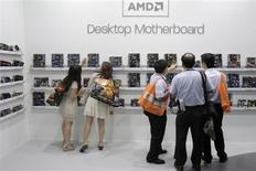 Les résultats trimestriels d'Advanced Micro Devices se sont avérés supérieurs aux attentes de Wall Street -avec un chiffre d'affaires en progression à 1,46 milliard de dollars contre 1,27 milliard un an plus tôt, dépassant le consensus qui était de 1,416 milliard- mais l'exposition de fabricant de puces au marché déclinant des PC continue de préoccuper les investisseurs. /Photo d'archives/REUTERS/Yi-ting Chung