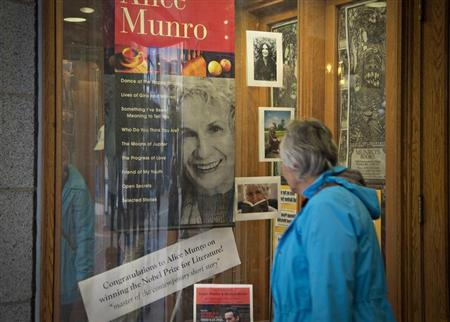 A customer looks at a window display congratulating Canadian author Alice Munro at bookstore Munro's Books after she won the Nobel Prize for Literature in Victoria, British Columbia October 10, 2013. REUTERS/Andy Clark