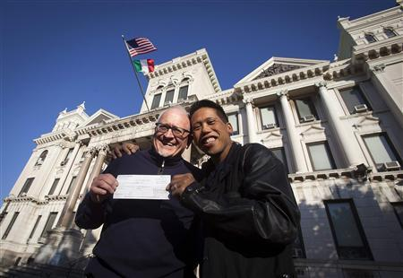 Rich Kiamco (R) and David Gibson pose for a portrait with their receipt for their wedding license in Jersey City, October 18, 2013. REUTERS/Carlo Allegri