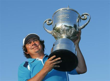 Jason Dufner of the U.S. poses with the Wanamaker trophy after winning the 2013 PGA Championship golf tournament at Oak Hill Country Club in Rochester, New York August 11, 2013. REUTERS/Mathieu Belanger