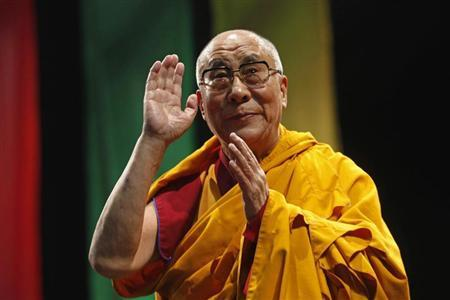The Dalai Lama greets the audience before his conference ''A guide to the way of life of Bodhisattva'' in Mexico City, October 12, 2013. REUTERS/Edgard Garrido