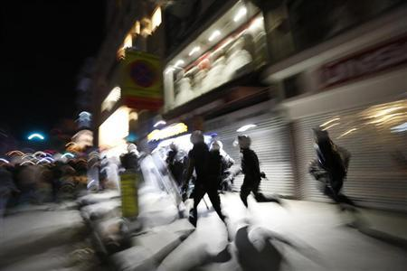 Riot police chase demonstrators during an anti-government protest in Istanbul's Kadikoy district late September 15, 2013. REUTERS/Murad Sezer