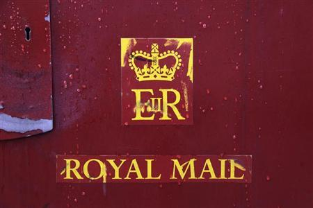 Raindrops are seen on a Royal Mail post box in central London October 16, 2013. REUTERS/Stefan Wermuth