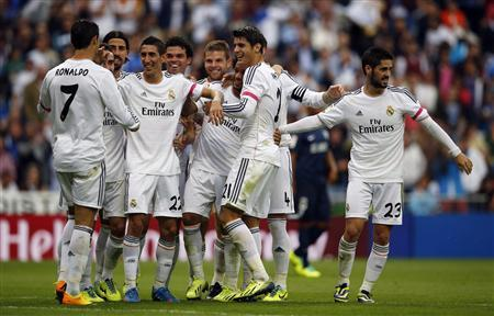 Real Madrid's Angel Di Maria (4th L) celebrates with teammates after scoring a goal during their Spanish first division soccer match against Malaga at Santiago Bernabeu stadium in Madrid October 19, 2013. REUTERS/Javier Barbancho