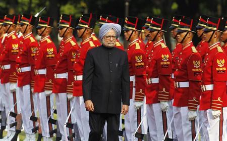 Prime Minister Manmohan Singh walks past honour guards during a welcoming ceremony at the Presidential Palace in Jakarta October 11, 2013. REUTERS/Supri
