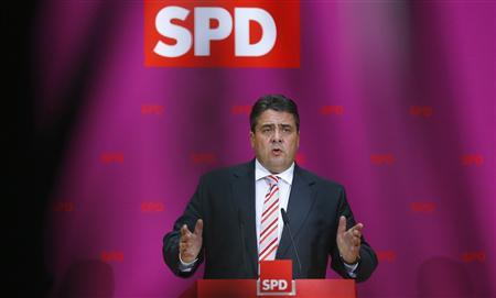 Leader of German Social Democratic party (SPD) Sigmar Gabriel addresses the media after a party meeting in Berlin October 20, 2013. REUTERS/Tobias Schwarz