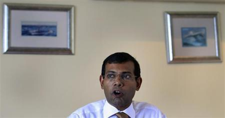 Maldivian presidential candidate Mohamed Nasheed, who was ousted as president in 2012, speaks during a news conference in Male, October 20, 2013. REUTERS/Dinuka Liyanawatte