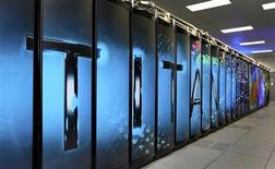 Superordinateur Titan (Cray XK7) du laboratoire d'Oak Ridge National. Avec l'explosion des données informatiques, les constructeurs de superordinateurs retrouvent une nouvelle jeunesse à l'image de l'américain Cray, dont le cours de Bourse a presque doublé en l'espace d'un an. /Photo d'archives/REUTERS/Oak Ridge Leadership Computing Facility (OLCF), Oak Ridge National Laboratory